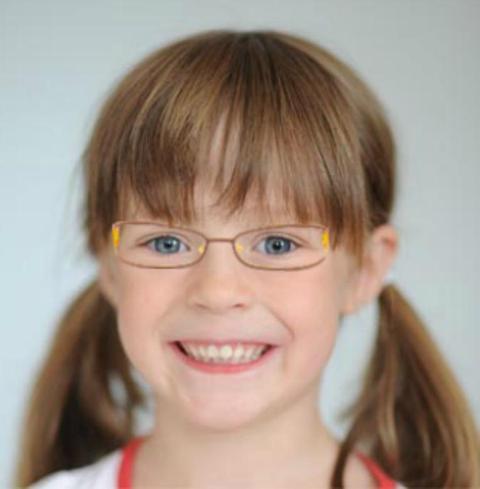 Dievca s detskymi okuliarmi